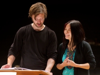 André de Ridder (conductor) and Liza Lim (composer), Tongue of the Invisible rehearsal photo Klaus Rudolf