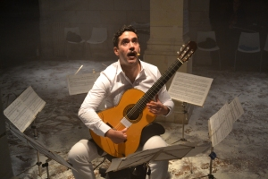 Mauricio Carrasco in Arturo Corrales's BUG. Photo by Gonzalo Garzo Fernández